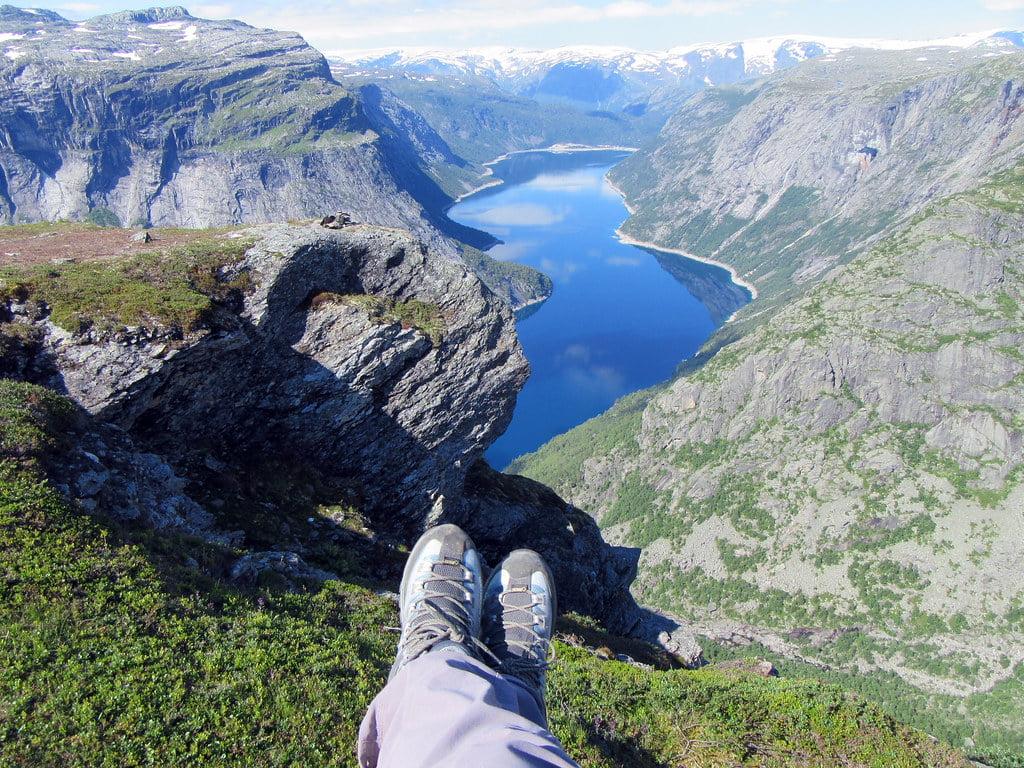 Utsikt utover en fjord